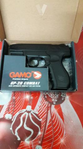 pistola con balas de acero