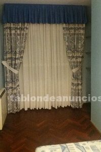 Juego de dormitorio con cabecero, mesillas y cortinas