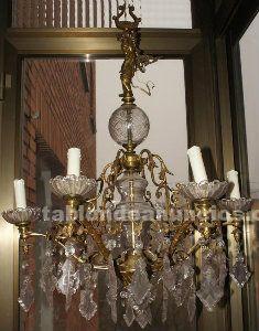 Lámparas antiguas de bronce y cristal tallado