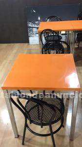 Mesas y sillas nuevas