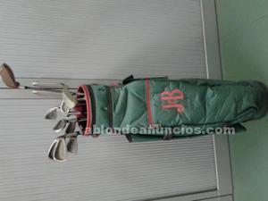 Palos de golf y bolsa por no usar por problemas de rodillas