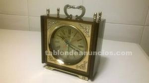 Reloj despertador musical vintage de cuerda