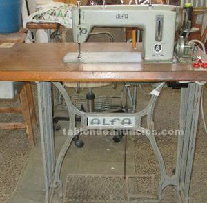 Vendo mesa y maquina de coser