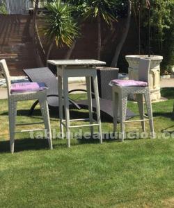 Mesas y sillas altas de diseño