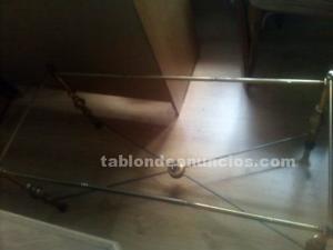 Se vende mesa baja de comedor metalica.