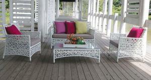 Sofá, sillones y mesa diseño ratán