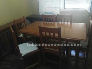 Mesa de madera y seis sillas