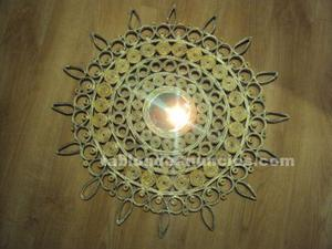 Decorativa mandala en tonos plata y oro, con espejo central