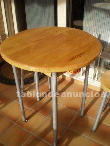 Mesita redonda en madera con taburetes