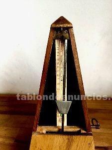 Metrónomo de madera año