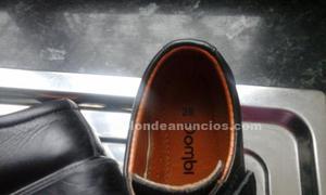 Zapatos negros uniforme. Talla 26. Zapatos negros unforme