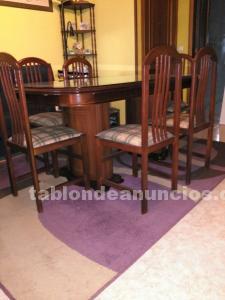 Mesa extensible con cristal y 6 sillas.