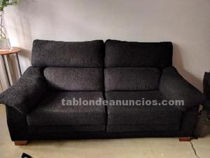Sofá negro de tres plazas