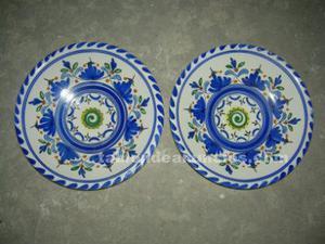 Vendo 2 platos de ceramica antigüos de talavera de la reina