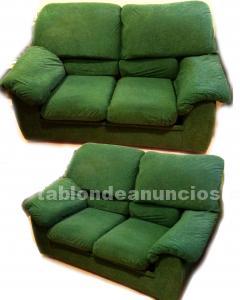 2 sillones orejeros y 1 sofa.