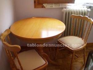 Mesa extensible y dos sillas a juego