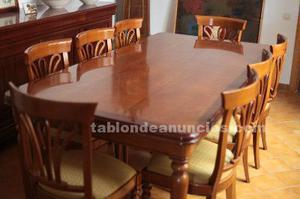 Mesa, 8 sillas y aparador
