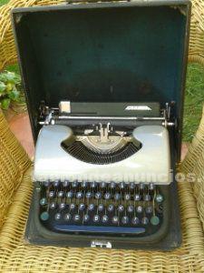 Maquina de escribir antigua patria