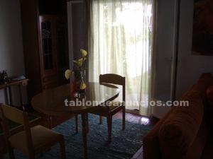 Mesa y 3 sillas dde cuarto de estar