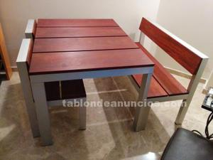 Mesa y sillas de madera de teka y aluminio