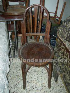 Vendo 3 sillas de madera antiguas.