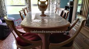 Mesa de comedor y seis sillas a juego