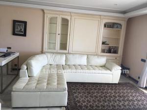 Sofá de couro,con poco uso,medida: 225x297