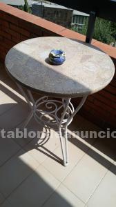 Dos mesas de jardin mas 4 sillas y 2 sillones