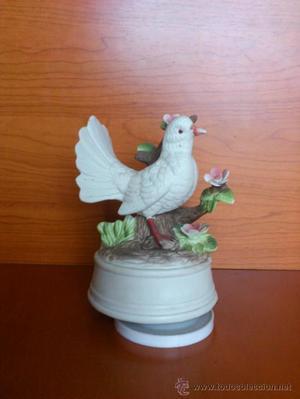 Caja de musica antigua en porcelana biscuit (paloma blanca)