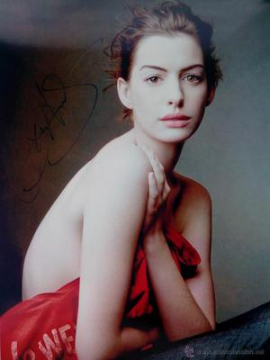 Anne Hathaway autografo no impreso en foto 20 x 16