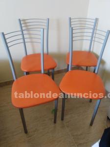 Conjunto de 4 sillas.