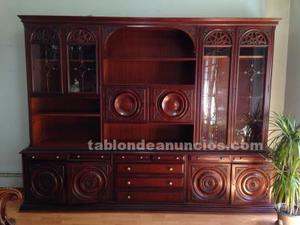 Mueble de comedor de madera color caoba