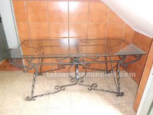 Se vende mesa de forja,dos sellones y dos sillas para jardin