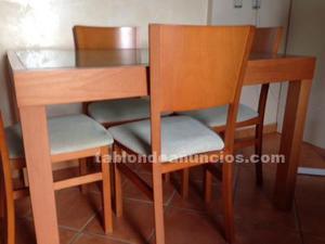 Mesa, sillas y mueble tv