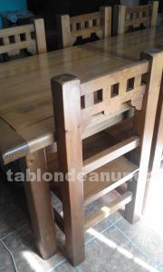 Mesa y 8 sillas rústicas