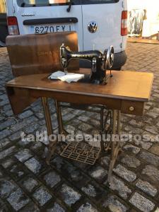 Bonita maquina de coser antigua