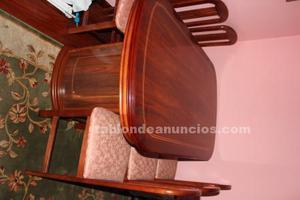 Mesa extensible con 6 sillas de madera