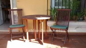 Mesa y dos sillas madera de teka.