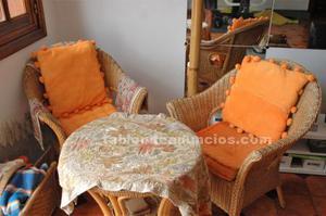 Mesa y sillas de mimbre artesanas