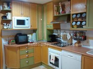 Muebles de cocina y campana decorativa