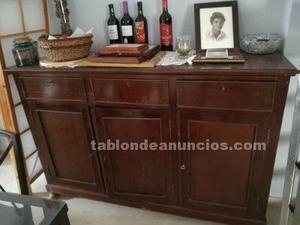 Mueble de madera marrón