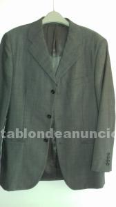 Traje de caballero color gris, tela alpaca