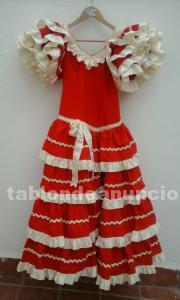 Traje de flamenca color rojo con lazos