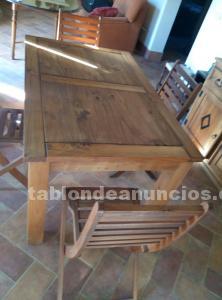 Mesa maciza más cuatro sillas