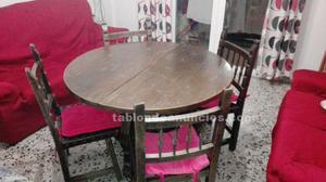 Mesa, sillas y mueble de salón de madera maciza
