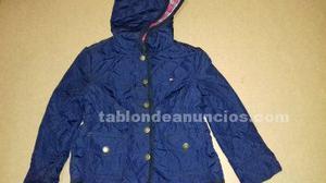 Abrigo azul marino con capucha