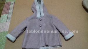 Abrigo rosa con capucha y forro de borrego