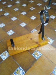 Jamonero de madera y hierro