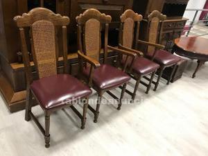 Conjunto de sillas de madera de roble y asiento de piel.