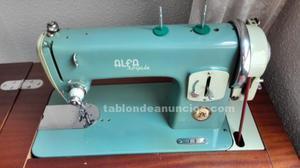 Máquina de coser alfa modelo. Royale